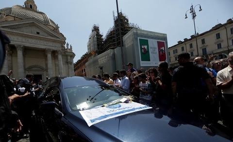 L'Italia si inchina a Bud Spencer: l'ultimo saluto al gigante buono del cinema