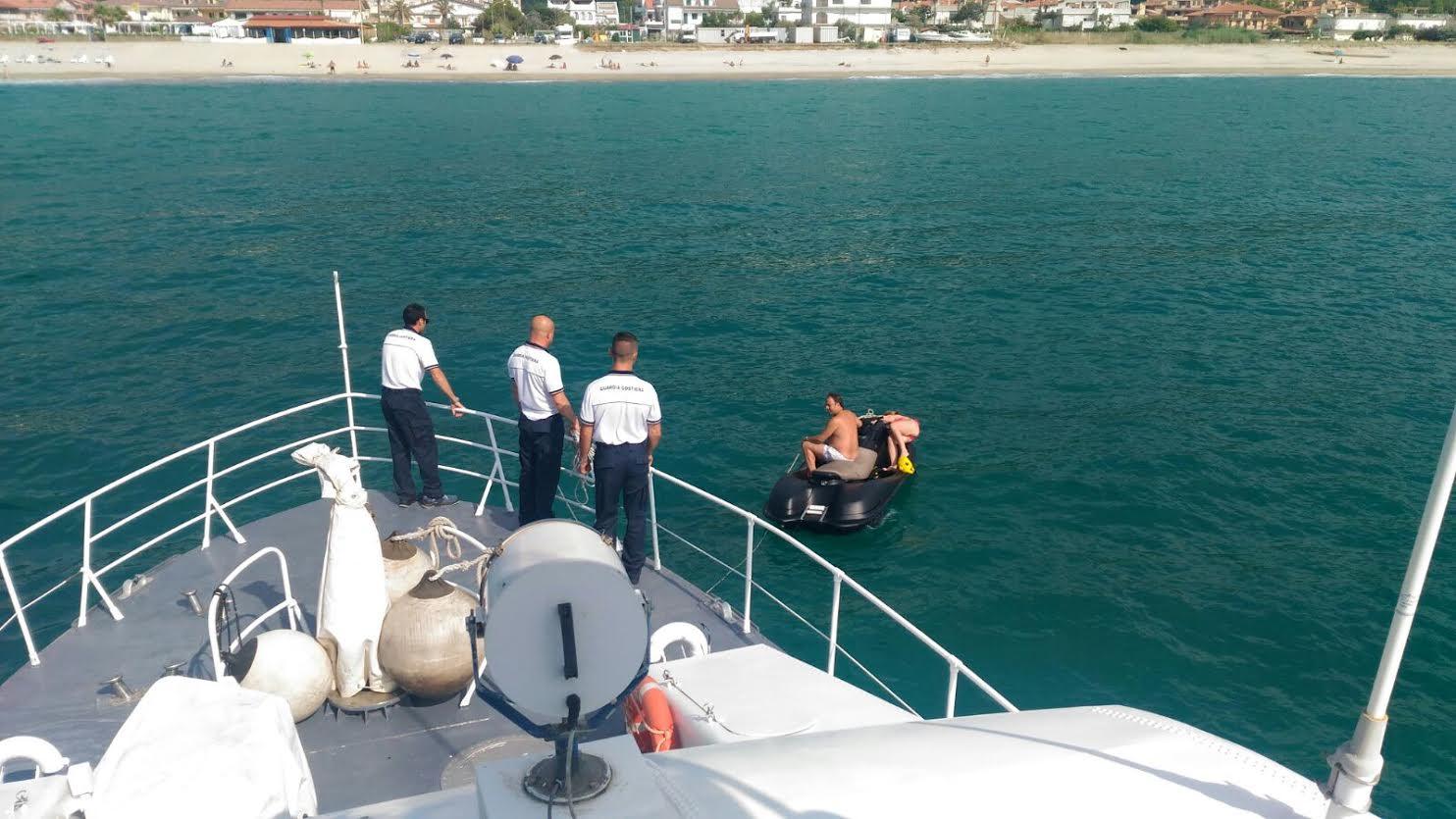 Vibo Valentia, due persone in pericolo in mare salvate dalla Capitaneria di Porto