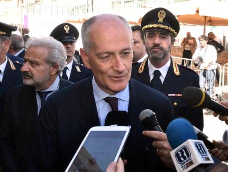 Il nuovo capo della Polizia in Questura a Napoli
