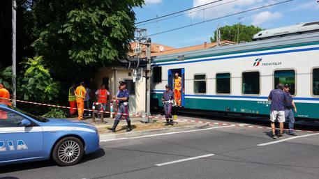 Disoccupato muore travolto da un treno ad Acerra