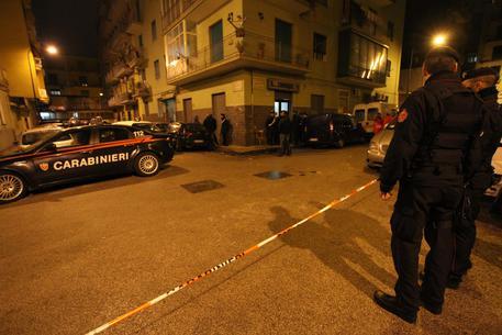 Ragazza di 21 anni raggiunta da un colpo di pistola a Napoli