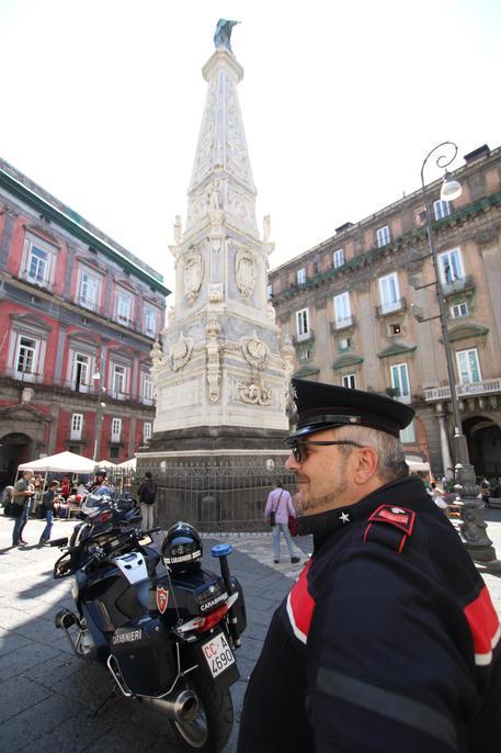 """""""Come scendo, ora?"""", gli ultimi drammatici momenti di vita del 23enne caduto dall'obelisco a Napoli: si segue la pista della scommessa finita male"""