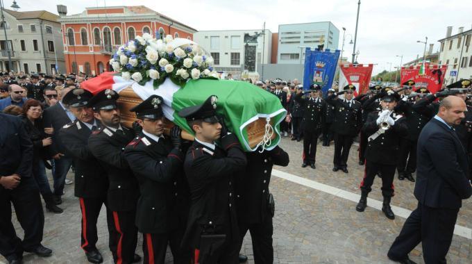 Carabiniere ucciso in Sicilia, im migliaia ai funeraliRicostruiti momenti del ferimento del catanzarese