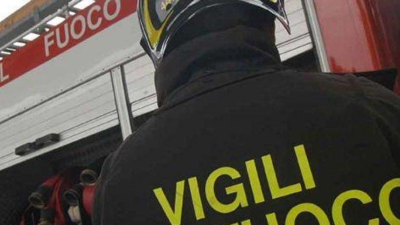 Tragedia a Chiusano San Domenico, 34enne si ribalta con il trattore e muore