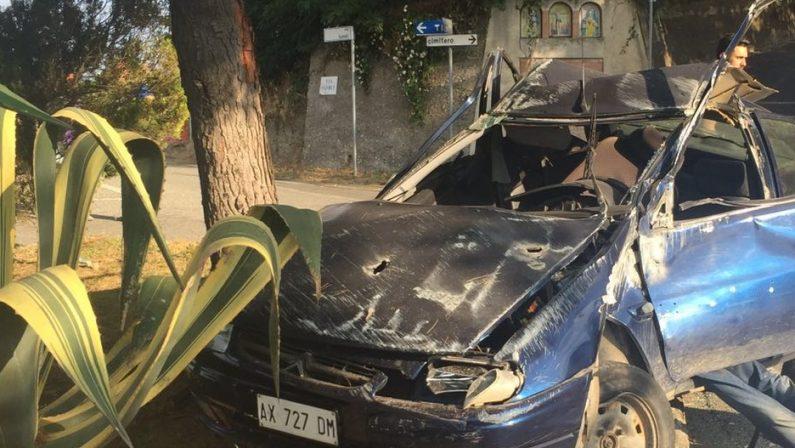 Perde il controllo dell'auto nel Catanzaresee finisce contro un albero, morto un uomo