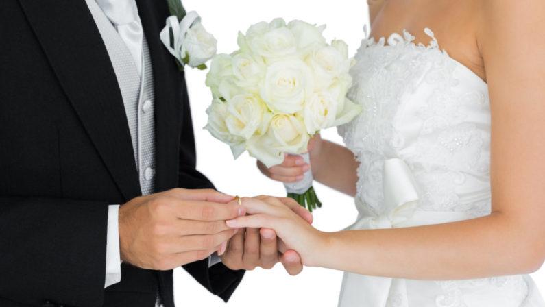 """Calabresi credono nel matrimonio: è """"per sempre"""" Così spendono di più per comprare i mobili"""