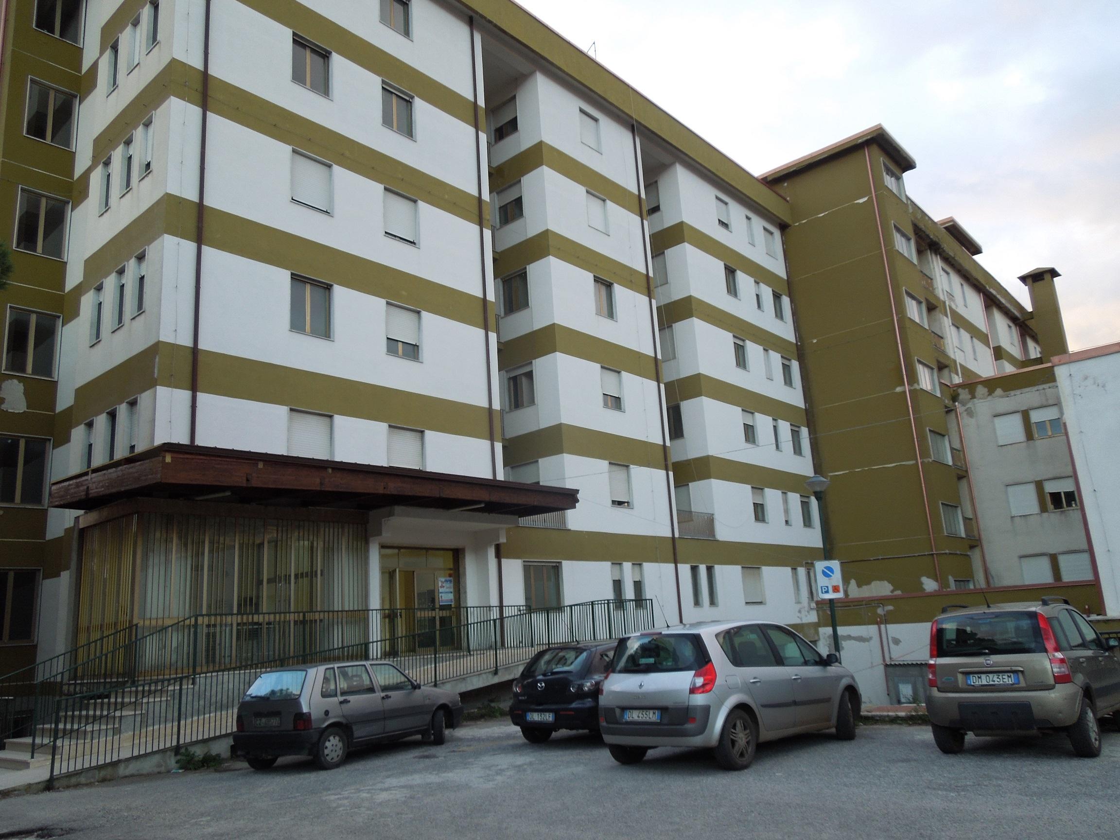 Rapina un medico mentre visita in ospedalePaura nel Vibonese, ricercato il malvivente
