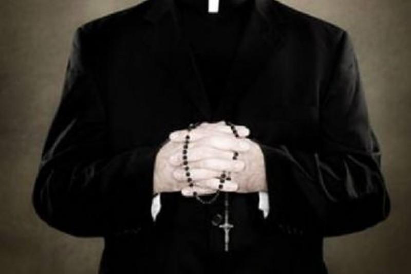 Sesso con minori, condannato parroco reggino  Quattro anni di carcere per rapporti a pagamento