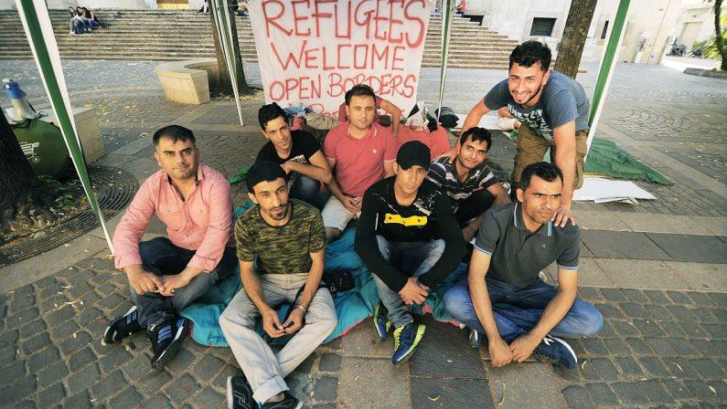 Immigrati fuori dal programma di accoglienza, 9 fermi a Cosenza e una denuncia