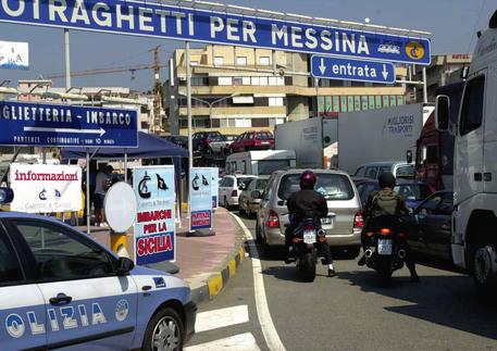 Diventano tre le ore di attesa per gli imbarchi verso la Sicilia, l'Anas chiude entrambi gli svincoli di Villa San Giovanni