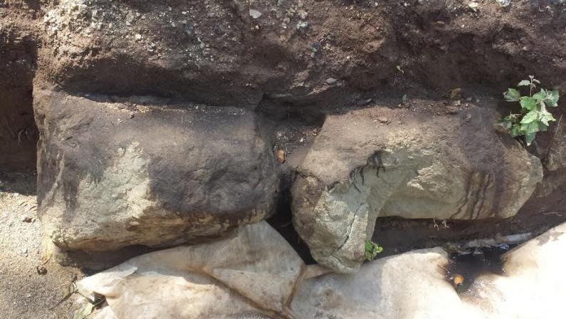 Presi a picconate i resti delle mura greche scoperte di recente a Vibo Valentia