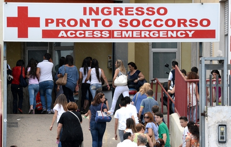 Immigrato sparato alla testa a Napoli, morto in ospedale