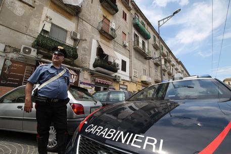 Napoli, aggredisce brutalmente una turista russa 50enne per rapinarla