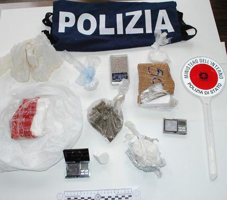 Napoli, la Polizia sequestra ben cinque kili di hashish