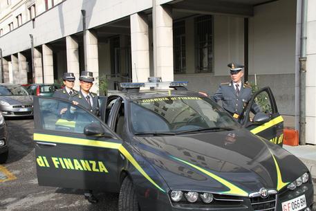 Napoli, pagavano tangenti per entrare nell'Esercito italiano: arresti
