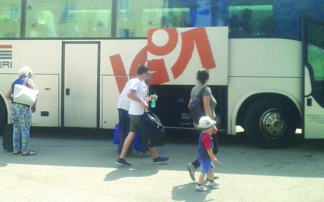 Ferrovie, Intercity soppresso, viaggiatori in strada  Grave disservizio a Metaponto con anziani e bambini sotto il sole