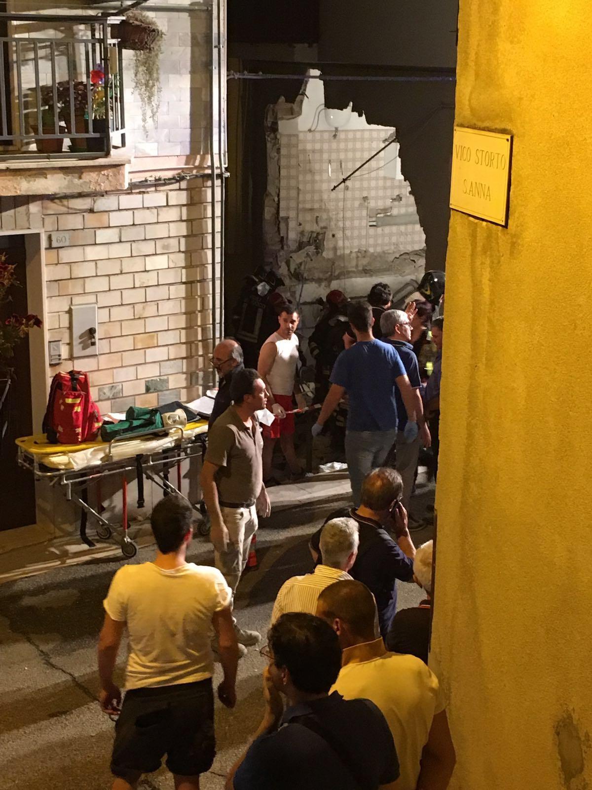 La tragedia di Lavello, sequestrata la palazzinaIl sindaco decreta il lutto cittadino