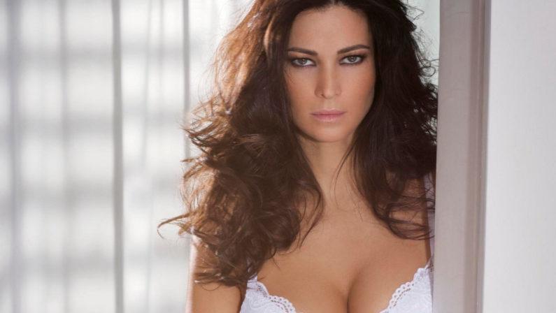 Manuela Arcuri s'innamora della Calabria TirrenicaL'attrice a Scalea per girare il film di Natale