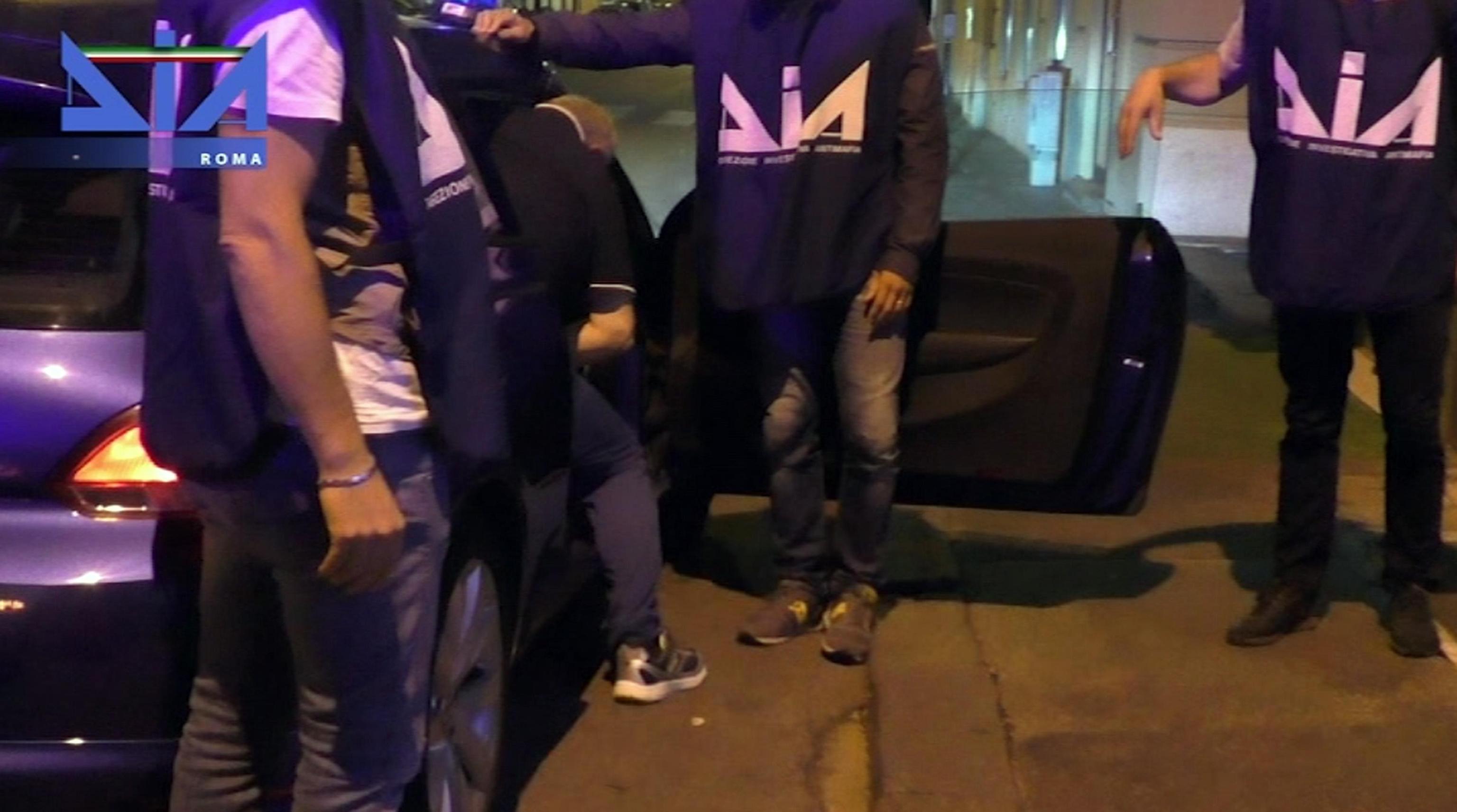 Usura ed estorsione, maxi operazione a Roma: 16 arrestiCoinvolti esponenti della 'ndrangheta, numerose le vittime