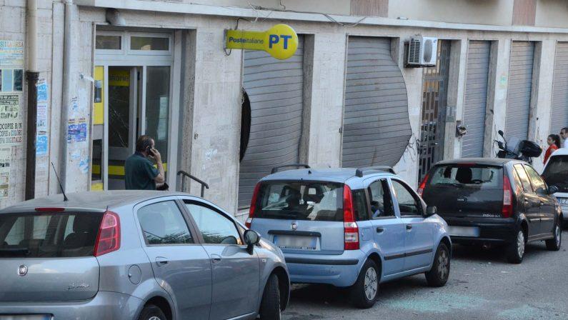 Esplosione davanti ad un postamat a Reggio CalabriaDistrutto l'impianto, danni ingenti all'ufficio postale
