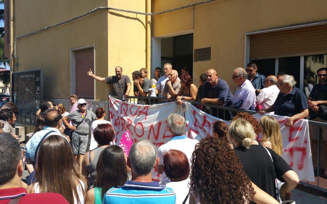 I cittadini di Nicotera in protesta