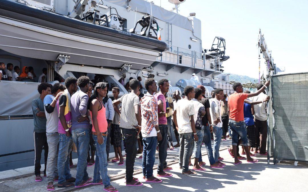 Uno sbarco di migranti in Calabria