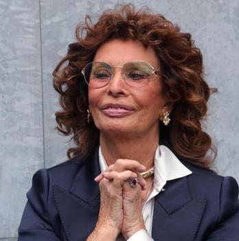 """Sophia Loren cittadina onoraria di Napoli: """"Tanto amore per questa città"""""""