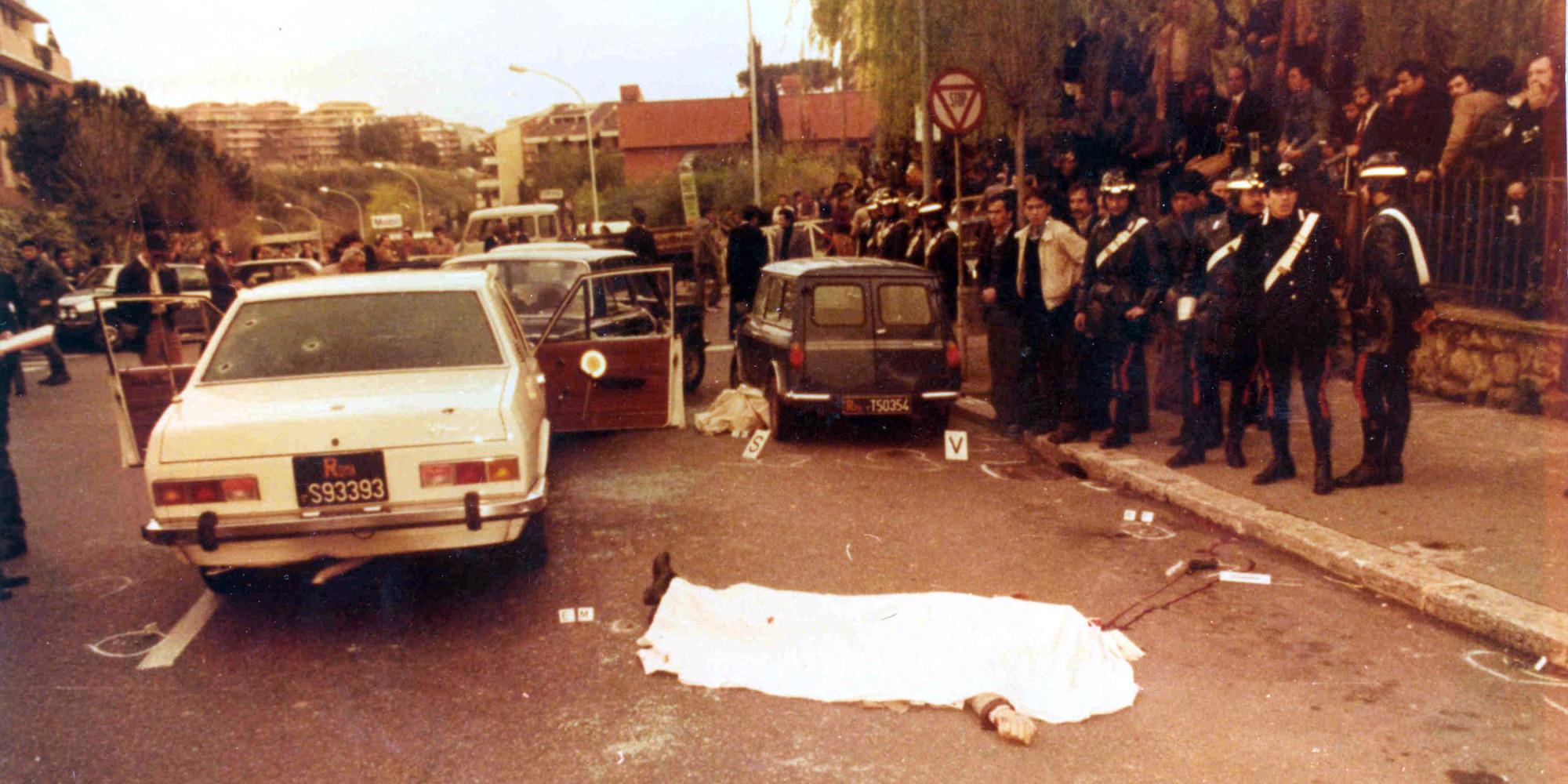 Caso Aldo Moro, un boss della 'ndrangheta presentesul luogo del sequestro: la svolta in una fotografia