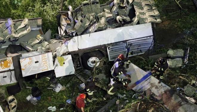 Bus precipitato dal viadotto di Acqualonga: i legali di 'Autostrade' chiedono nuova perizia