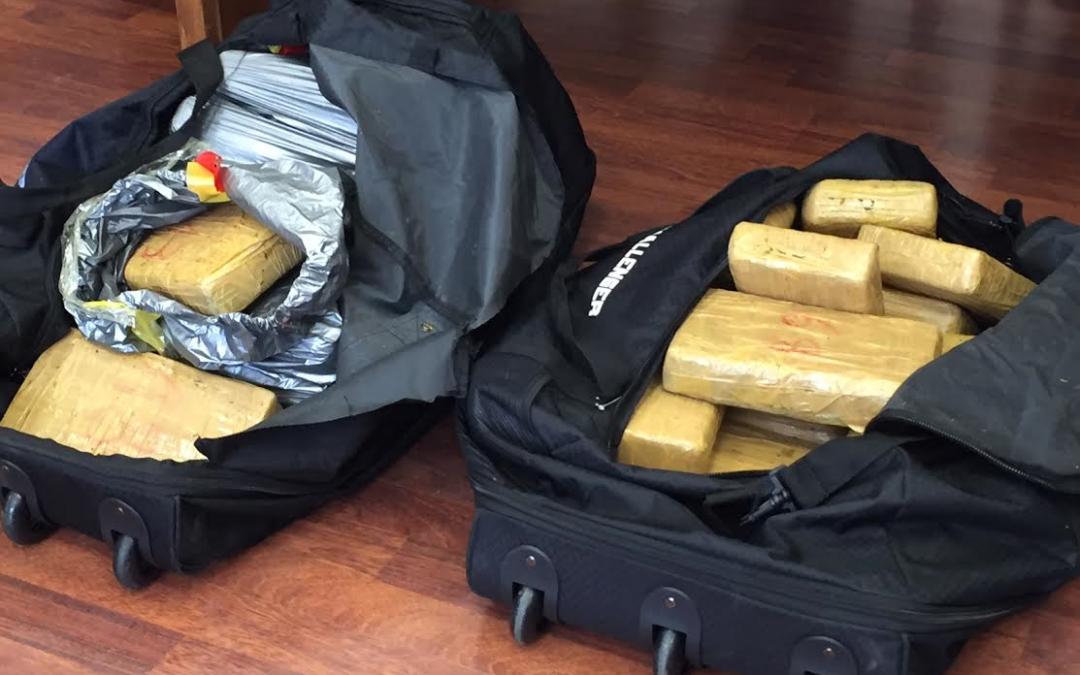 Parte della cocaina sequestrata (foto A. Sapone)