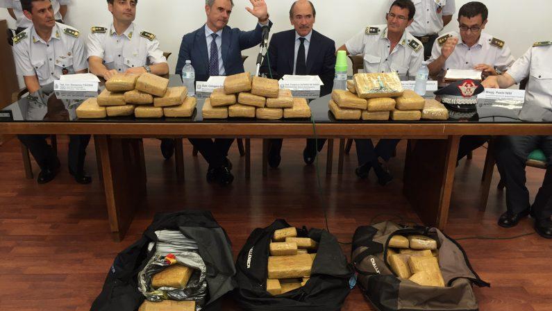 Nuovo maxi sequestro di cocaina a Gioia TauroIspezione 1.500 contanier svela 80 chili di droga