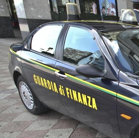 Società fittizie, cinque arresti ed un sequestro nel napoletano