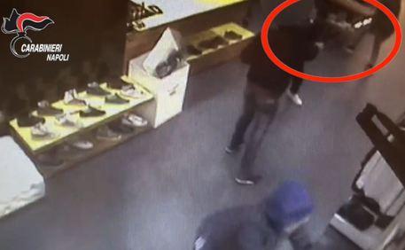 Sgominata banda di rapinatori a Napoli, la vittima veniva gambizzata
