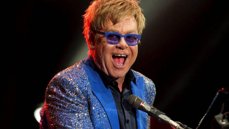 """Pompei, è """"febbre"""" per l'arrivo di Elton John:  biglietti anche a oltre 1000 euro"""