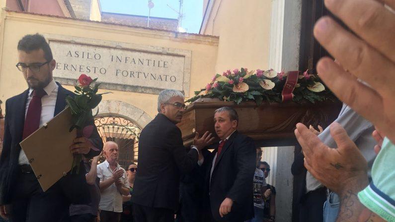 Esplosione di Lavello, in centinaia ai funeraliL'ultimo saluto alle tre donne rimaste uccise