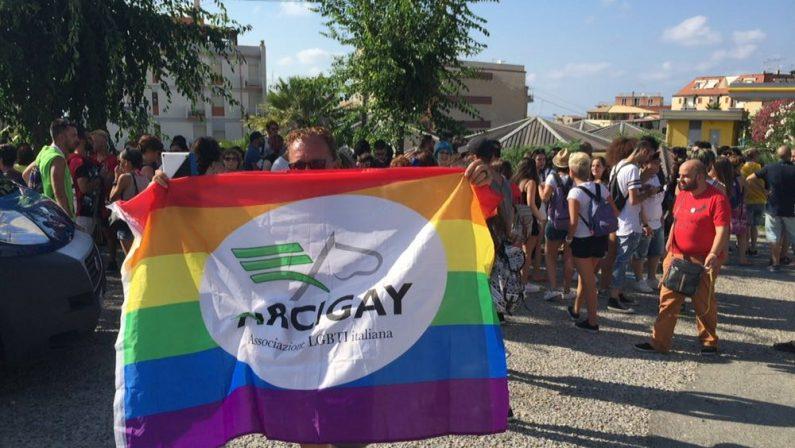 FOTO - Il gay pride a Tropea: le immagini del raduno e del corteo