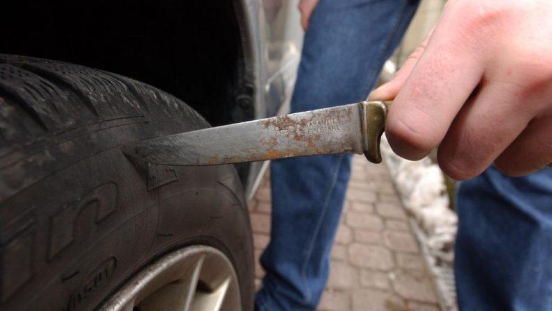 Vibo, intimidazione a giornalista del QuotidianoSquarciate per diverse volte le gomme dell'auto