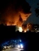 VIDEO – Terrore ad Avellino, incendio distrugge  autodemolizione Urciuoli: l'ombra del racket