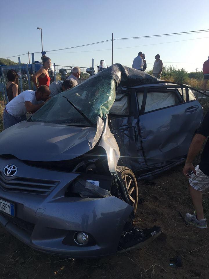 FOTO - Auto contro autobus, morte due donneLe immagini dell'incidente e delle vittime