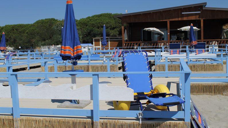 FOTO - A Catanzaro il primo stabilimento balnearesenza alcun tipo di barriere per i disabili