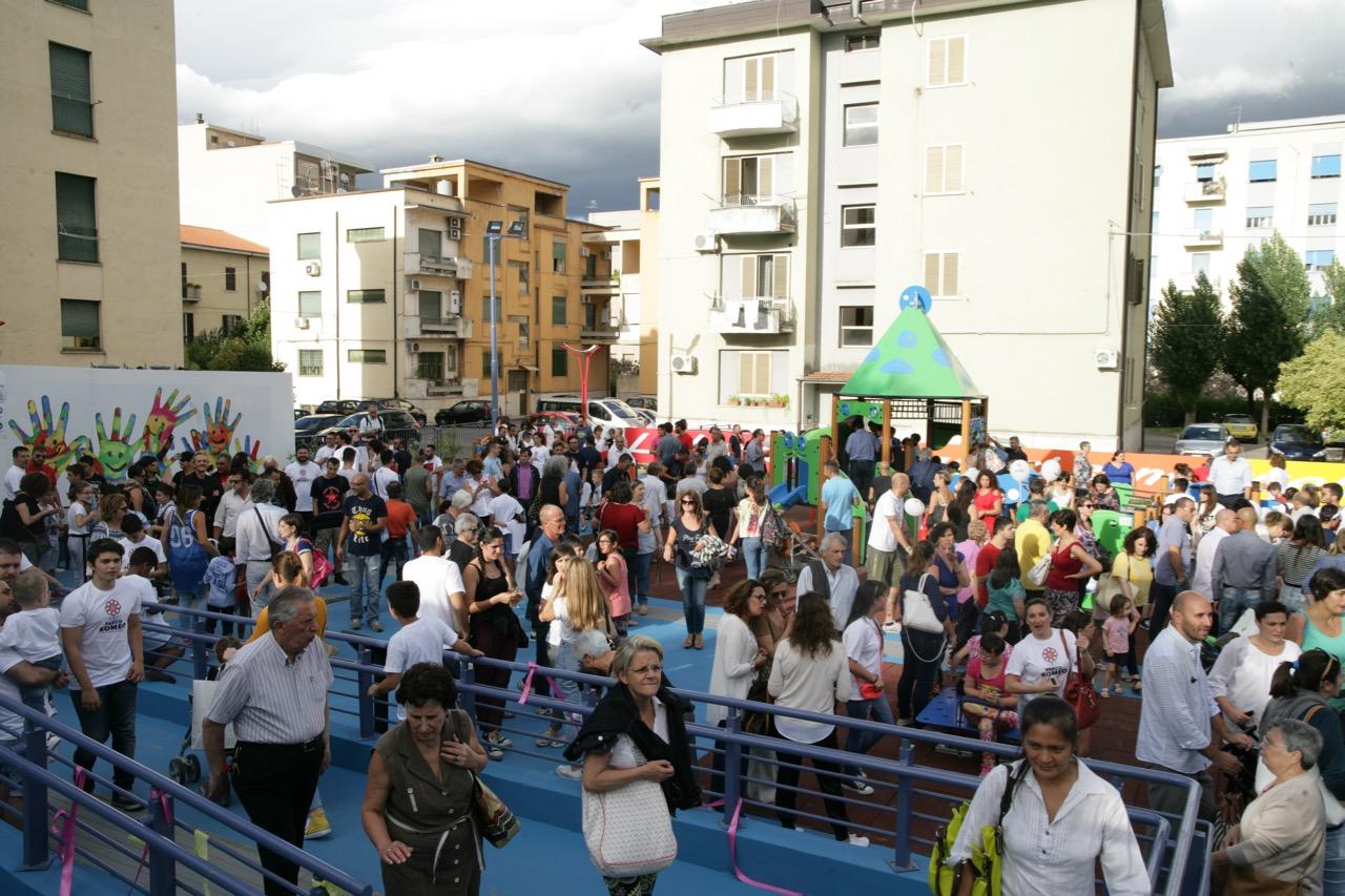 FOTO - Il sogno è diventato realtà: inaugurato a Cosenza il parco giochi accessibile a tutti i bambini