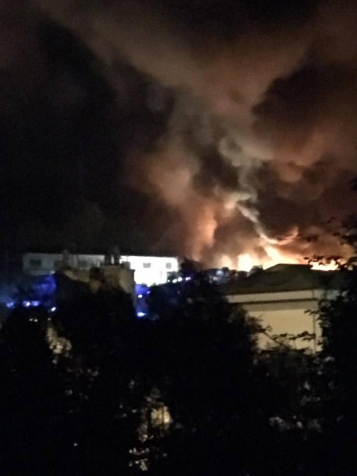 Atripalda, a fuoco l'autodemolizione Urciuoli: panico per l'esplosione. Si teme la pista racket