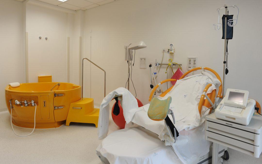 Coronavirus, partorisce da sola a Crotone in ospedale «perché di Cutro»