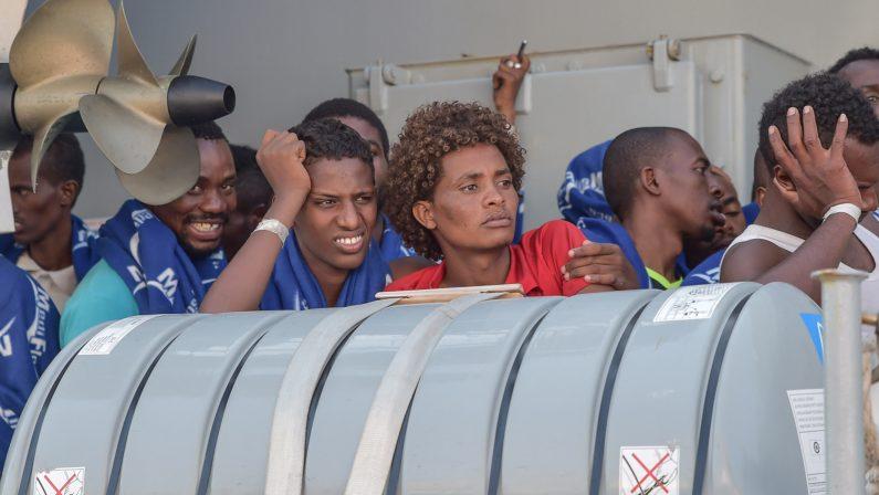 Nuove traversate dei migranti, 415 giunti a CoriglianoSulla nave anche tre cadaveri: due uomini e una donna