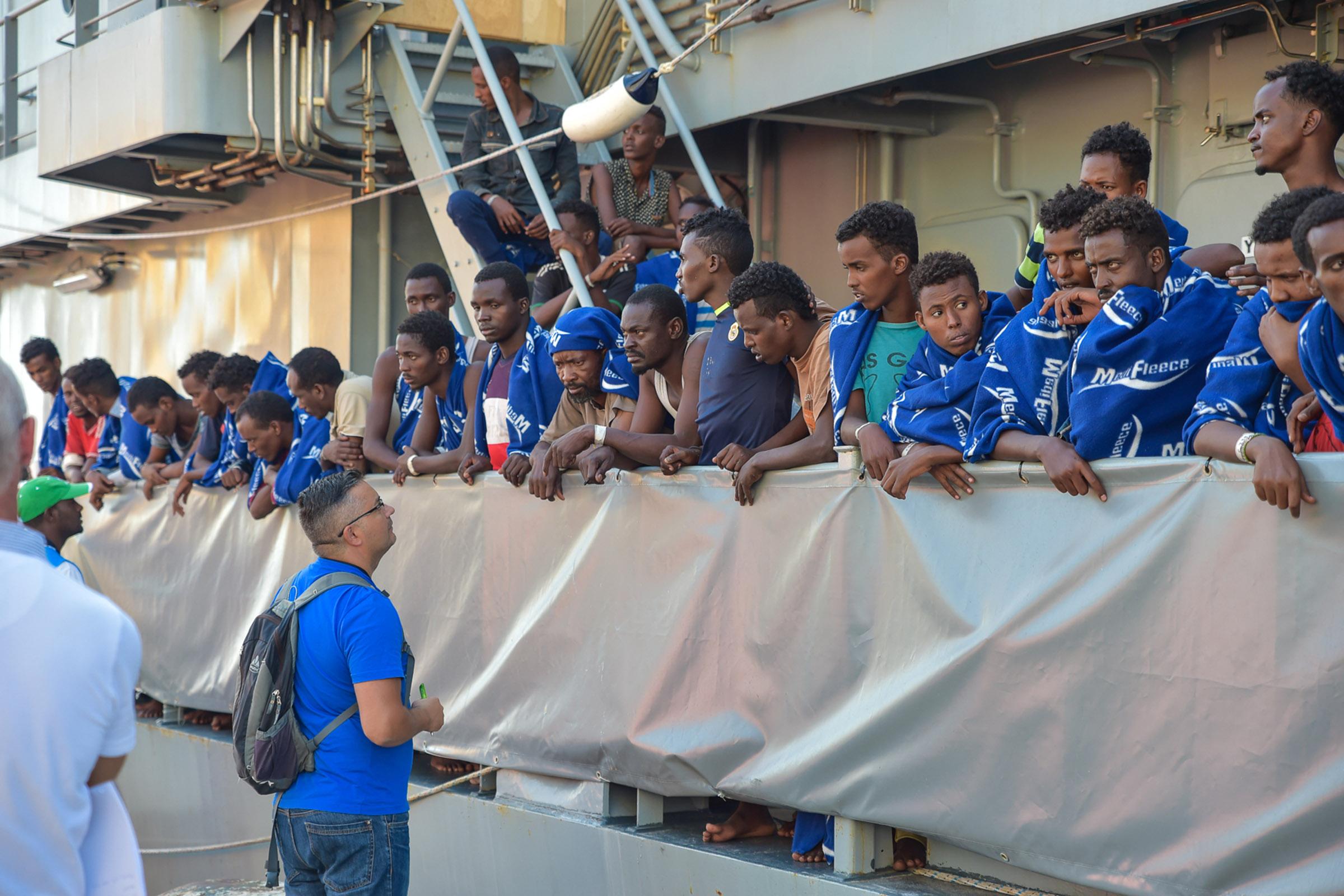 Immigrati, ancora tragedie nel Mare MediterraneoA Vibo arrivano720 persone soccorse su barcone