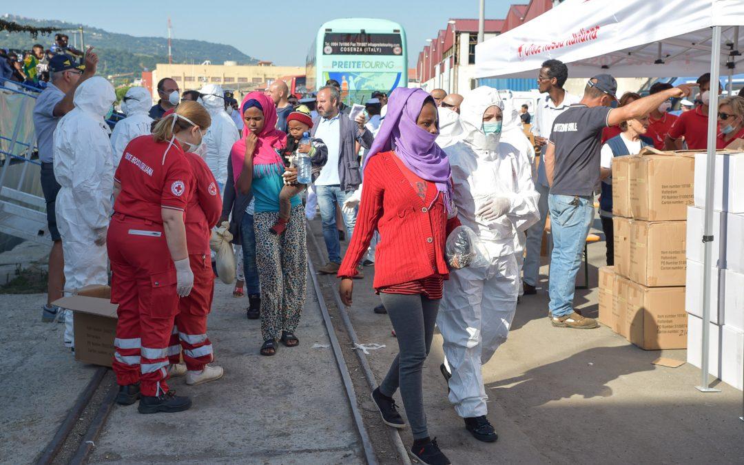 Immigrati, secondo sbarco in pochi giorni a Vibo  Nel porto giunte 250 persone: ci sono anche feriti