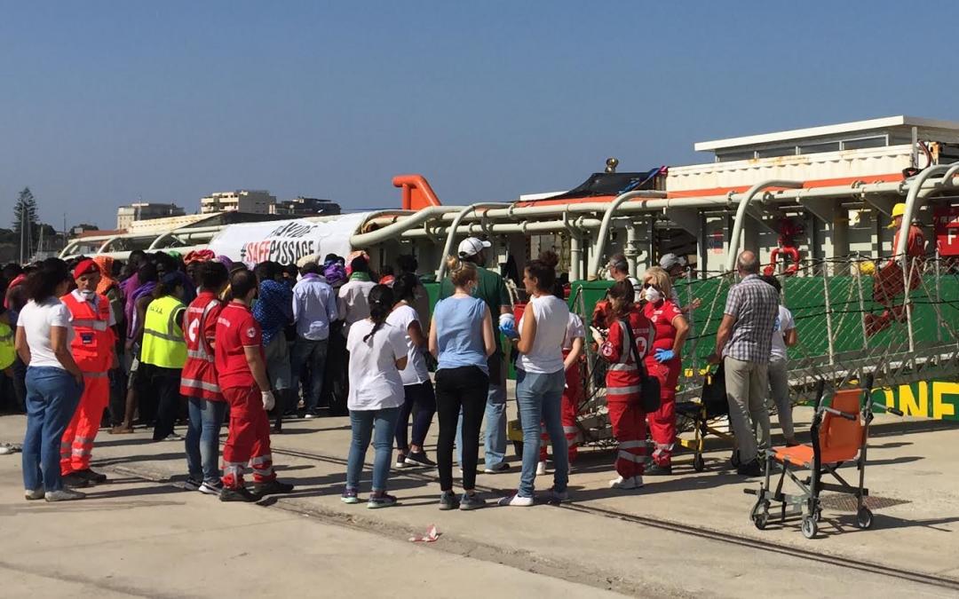 Uno sbarco di immigrati a Reggio Calabria