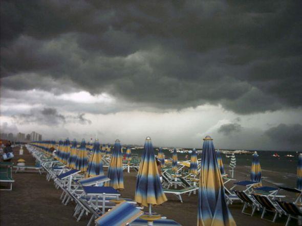 Brusca pausa dell'estate: scatta allerta arancioneTemporali previsti sulla fascia ionica della Calabria
