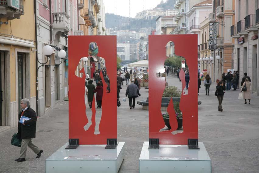 Rapina in pieno centro a Cosenza: svaligiata una gioielleria, ferita a una mano la commessa. Arrestati due fratelli
