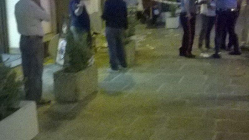 Ventenne ferita davanti al bar nel Vibonese, colpitadurante la festa di paese: indagini dei carabinieri